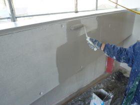 駐車場内壁上塗り1回目